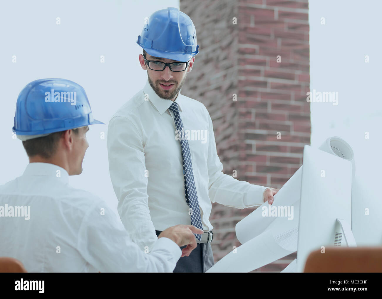 architect and construction foreman to discuss a new project - Stock Image