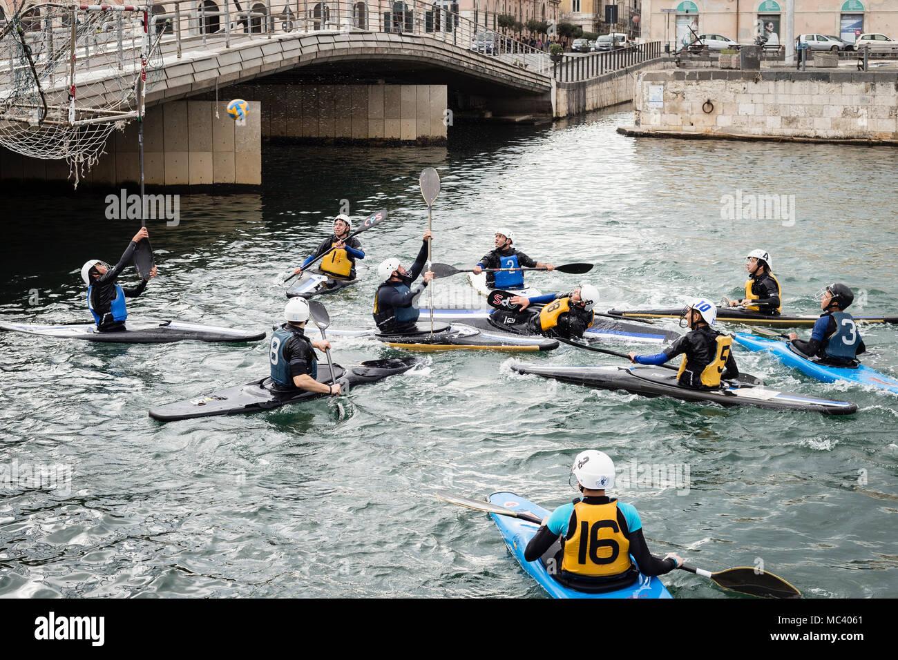 Canoe polo match in Ortigia, Siracusa, Sicily. - Stock Image