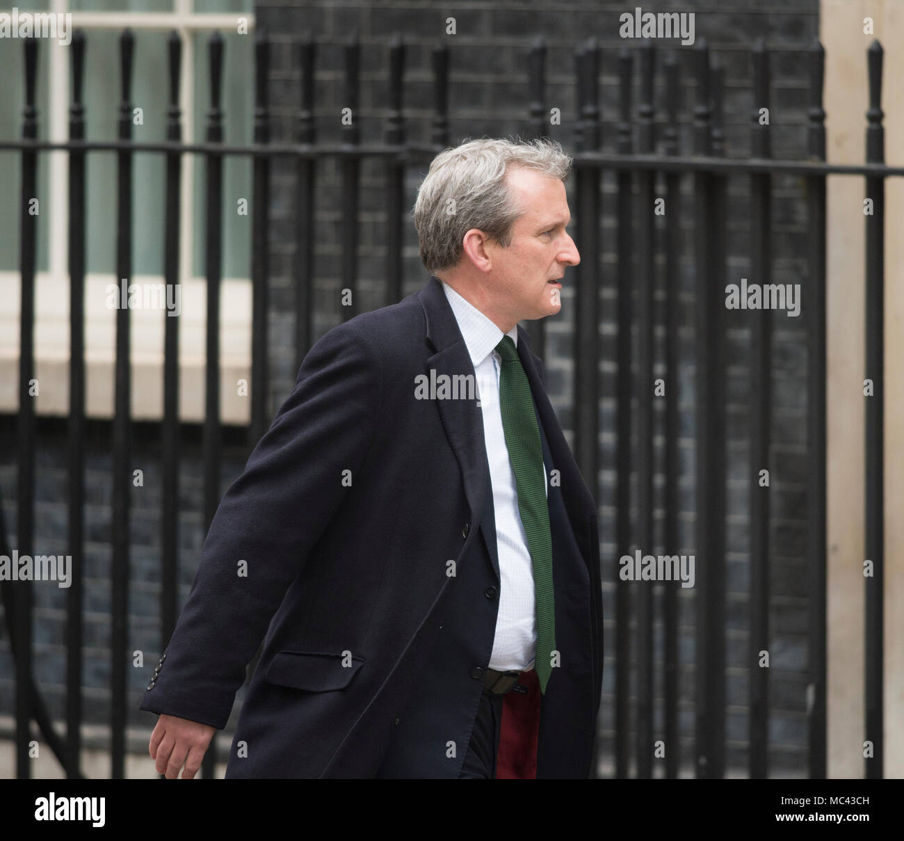 Downing Street, London, UK. 12 April 2018. Government ministers called to Downing Street from recess for a special cabinet meeting discussing response to chemical attack in Syria. Damian Hinds, Secretary of State for Education arrives. Credit: Malcolm Park/Alamy Live News. - Stock Image