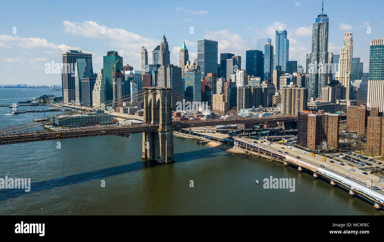 FDR Drive, the Brooklyn Bridge and Downtown Manhattan skyline, New York City, USA - Stock Image