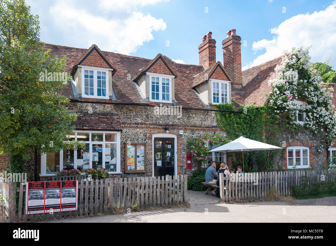 Hambleden Village Store (Old Post Office), Pheasant's Hill Frieth, Hambleden, Buckinghamshire, England, United Kingdom - Stock Image
