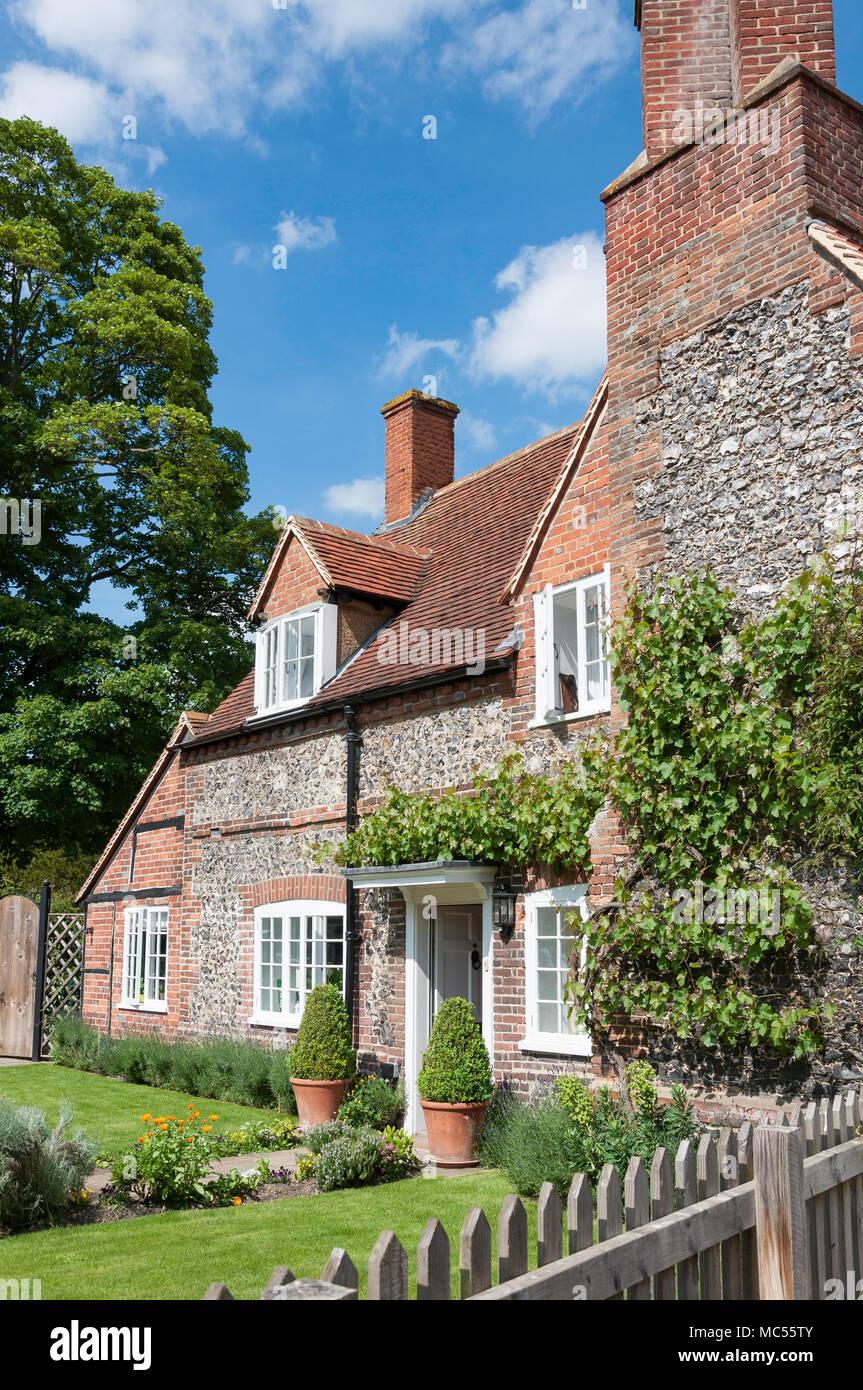 Period flint cottage and garden , Hambleden, Buckinghamshire, England, United Kingdom - Stock Image