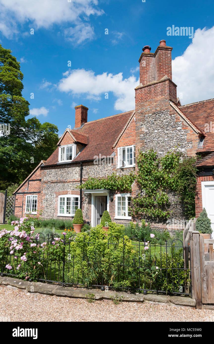 Period flint cottage and garden, Hambleden, Buckinghamshire, England, United Kingdom - Stock Image