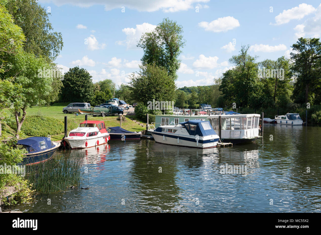 Boats moored at Hambleden Lock, Mill End, Buckinghamshire, England, United Kingdom - Stock Image
