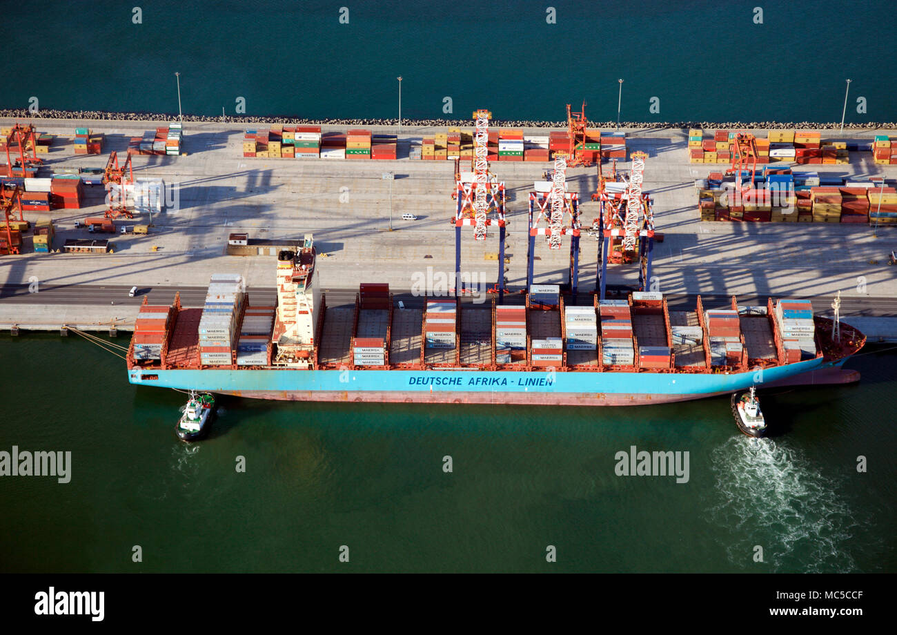 Container ship docking in Cape Towm, South Africa - Stock Image