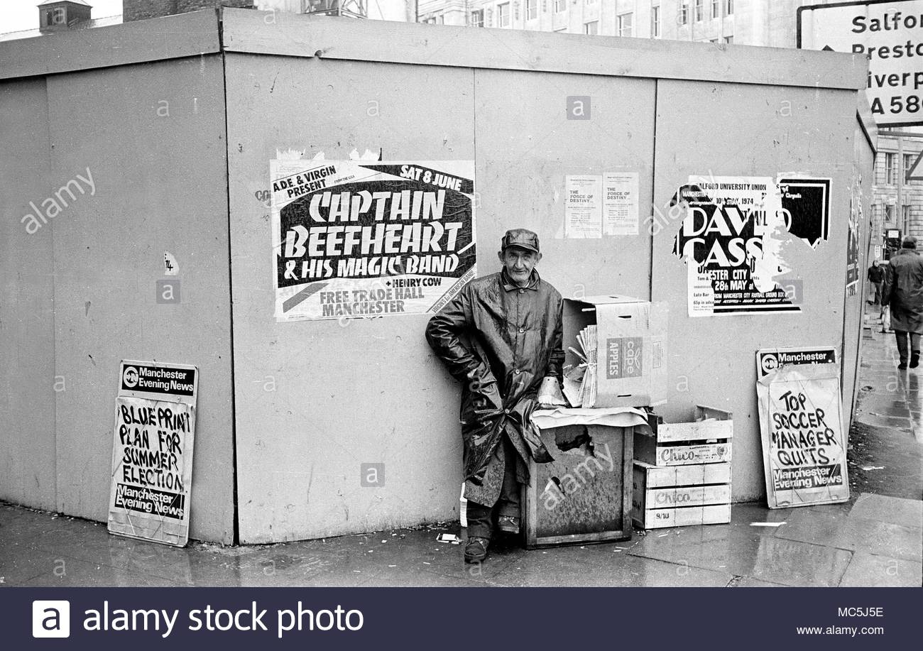 Newspaper vendor selling The Manchester Evening News (MEN) on a wet rainy day in Manchester City centre in the 1970s                     photo DON TONGE Photographer - Stock Image