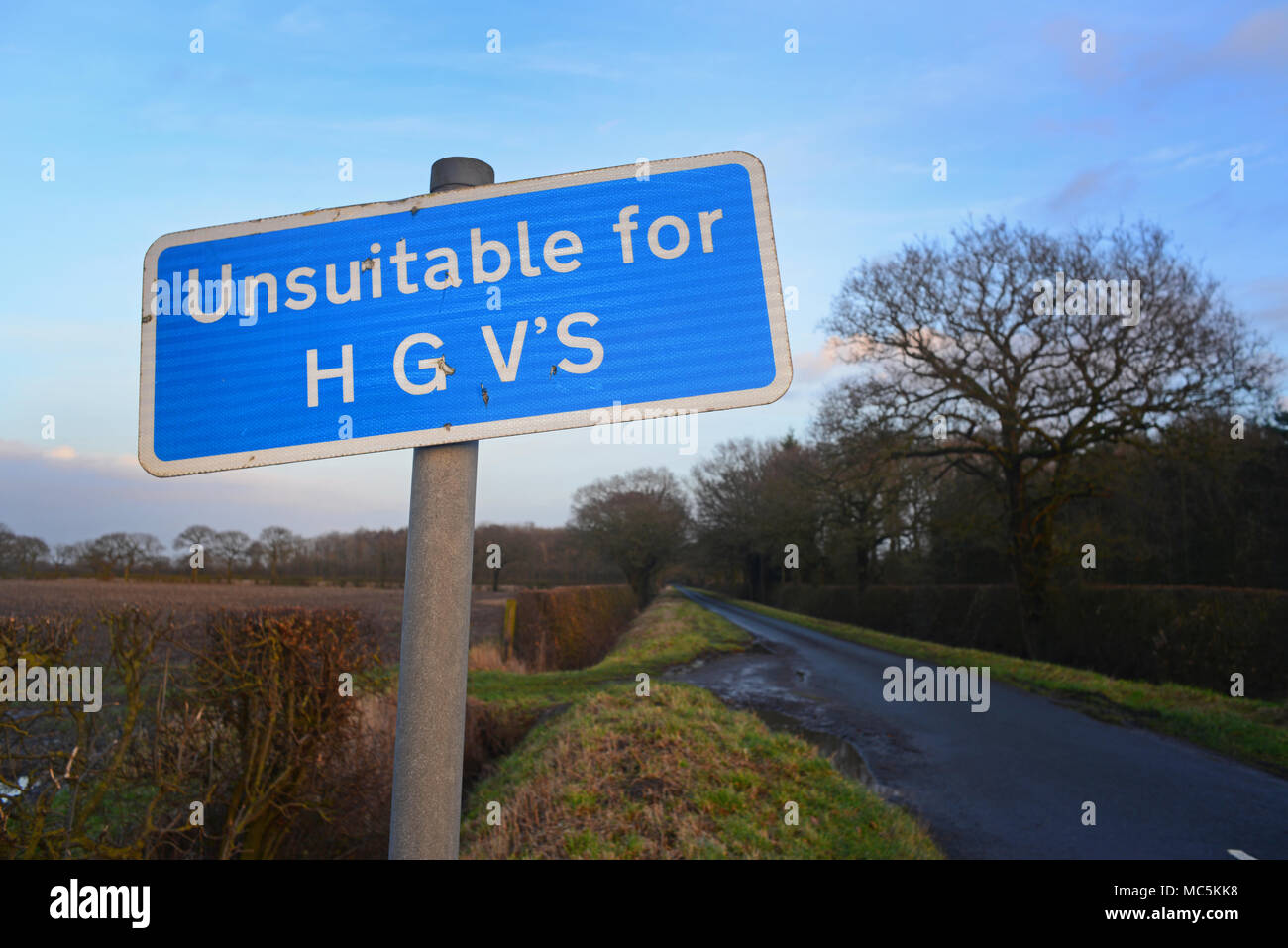 unsuitable for hgvs warning sign on narrow country lane york yorkshire united kingdom - Stock Image