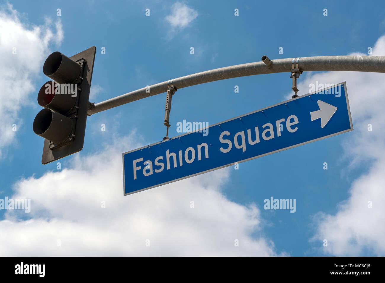 Traffic lights to Fashion Square, Sherman Oaks, Los Angeles