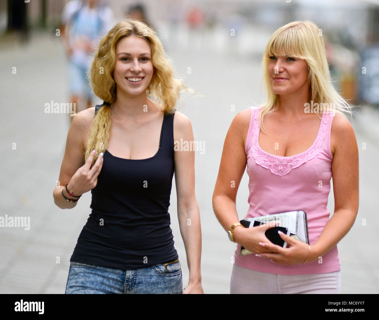 Mother and daughter in the streets of Kaunas, Lithuania - Stock Image