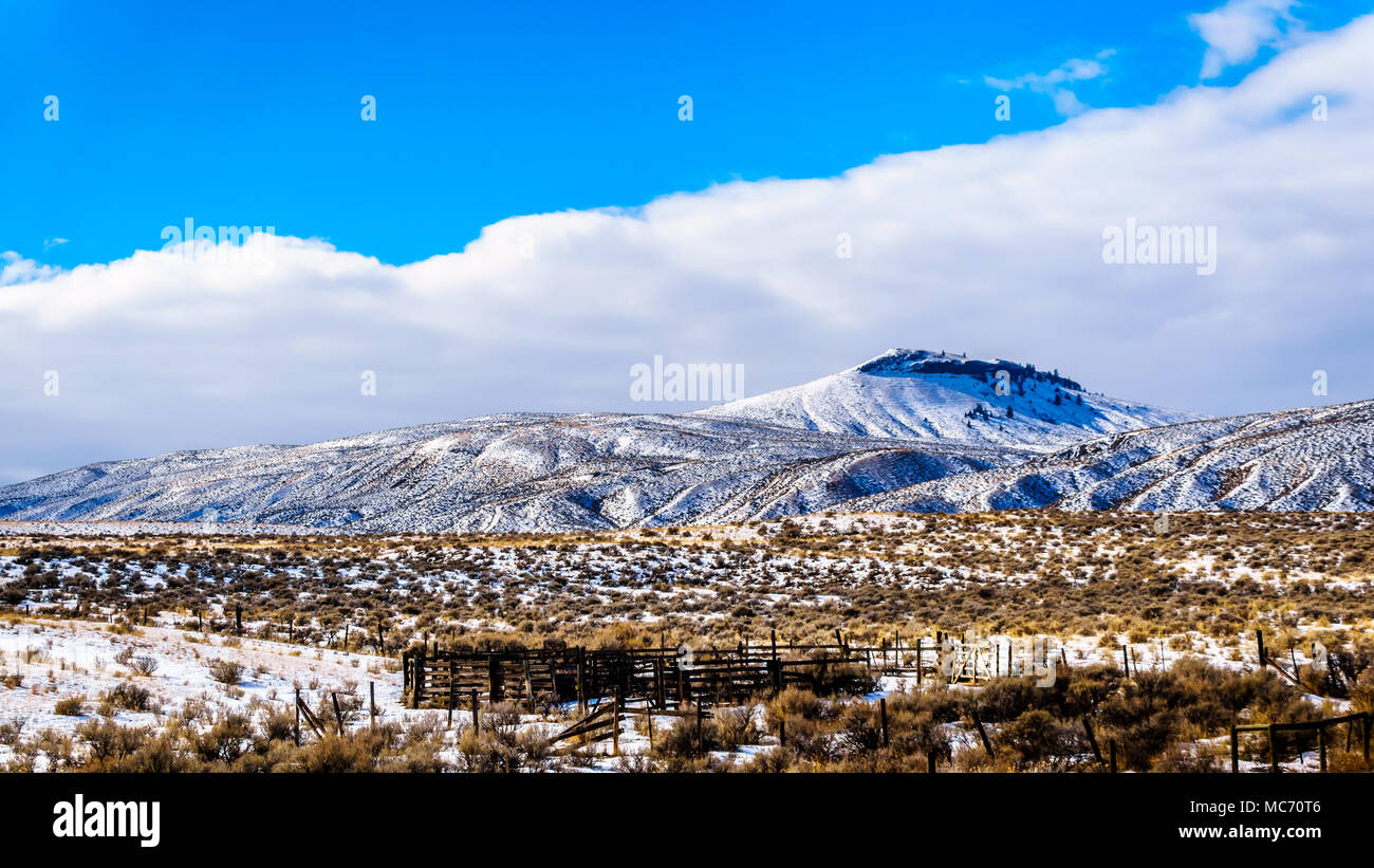 Winter Landscape in the semi desert of the Thompson River Valley between Kamloops and Cache Creek in central British Columbia, Canada - Stock Image