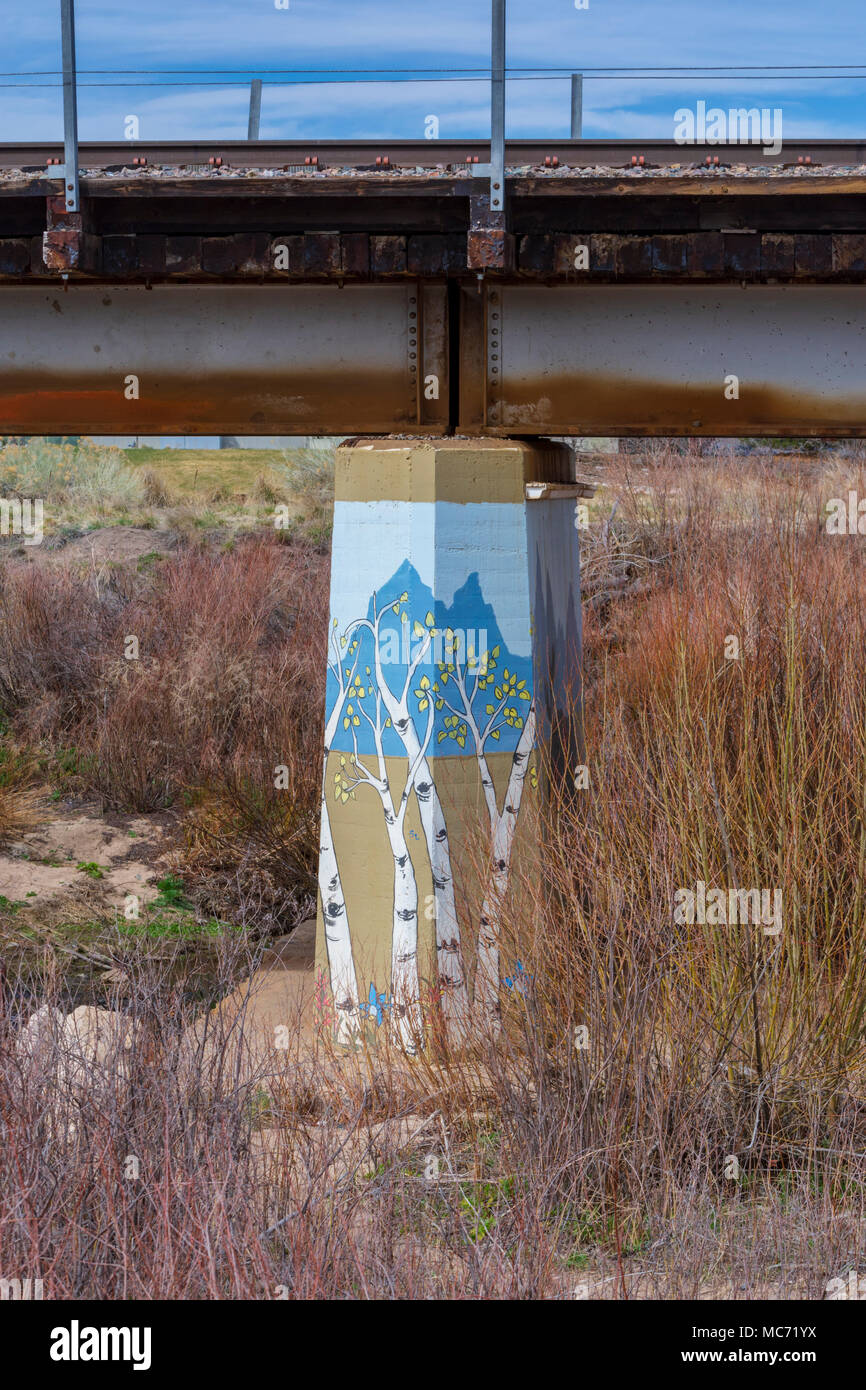 Colorful painting of autumn Aspen trees on concrete bridge support of a railroad bridge, Castle Rock Colorado US. - Stock Image