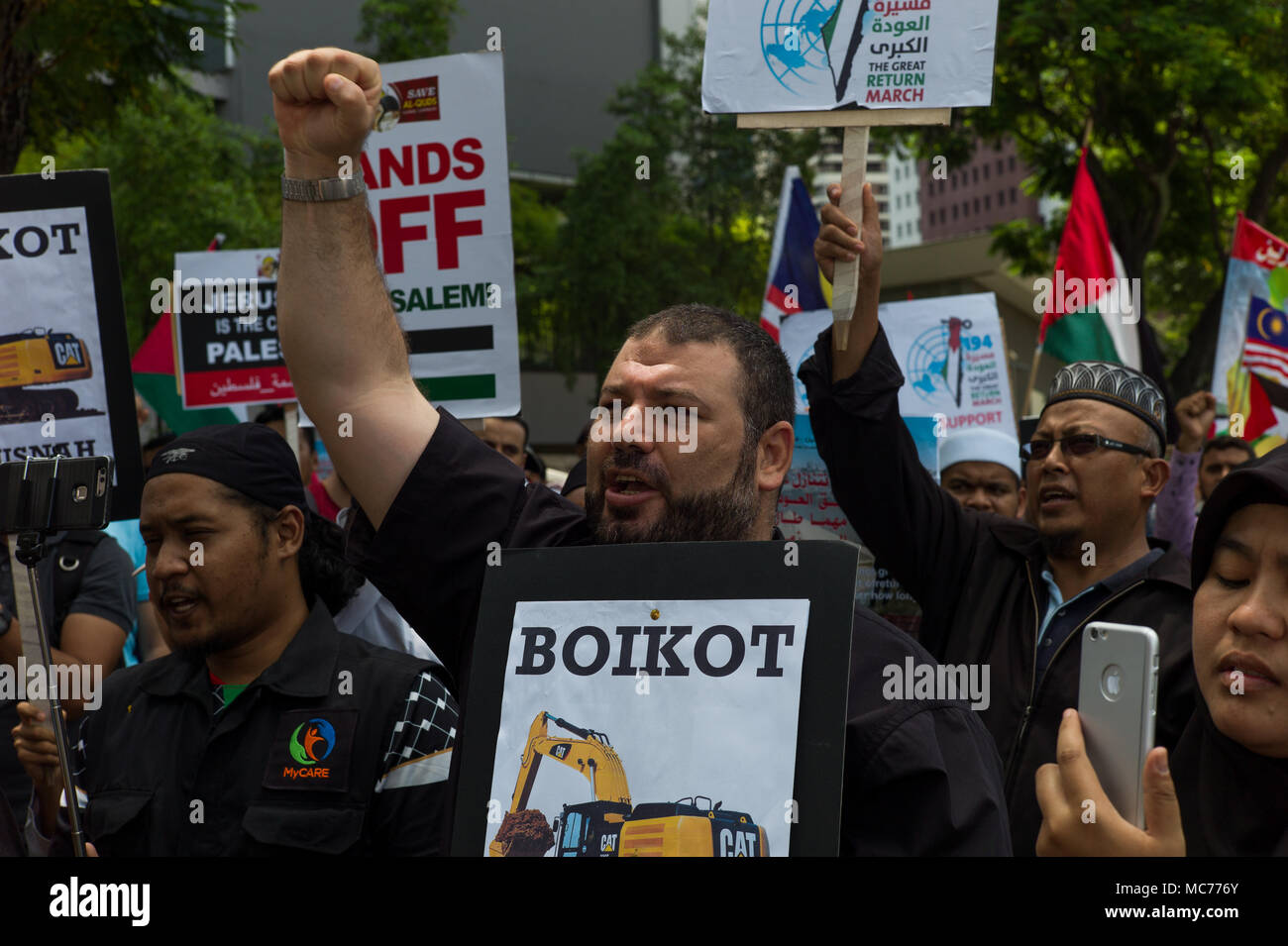 Kuala Lumpur, Malaysia. 13th Apr, 2018. Hundreds Malaysian and Palestinian protesters march to the US embassy in Kuala Lumpur, Malaysia on April 13, 2018 during a rally of Palestinian Land Day. The protests are being held around the world. Credit: Chris JUNG/Alamy Live News - Stock Image