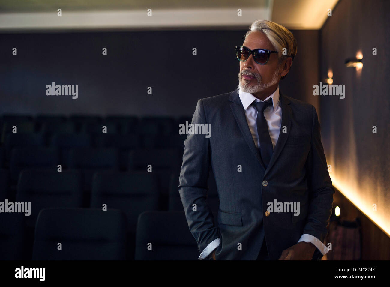 Man wearing suit and sunglasses - Stock Image