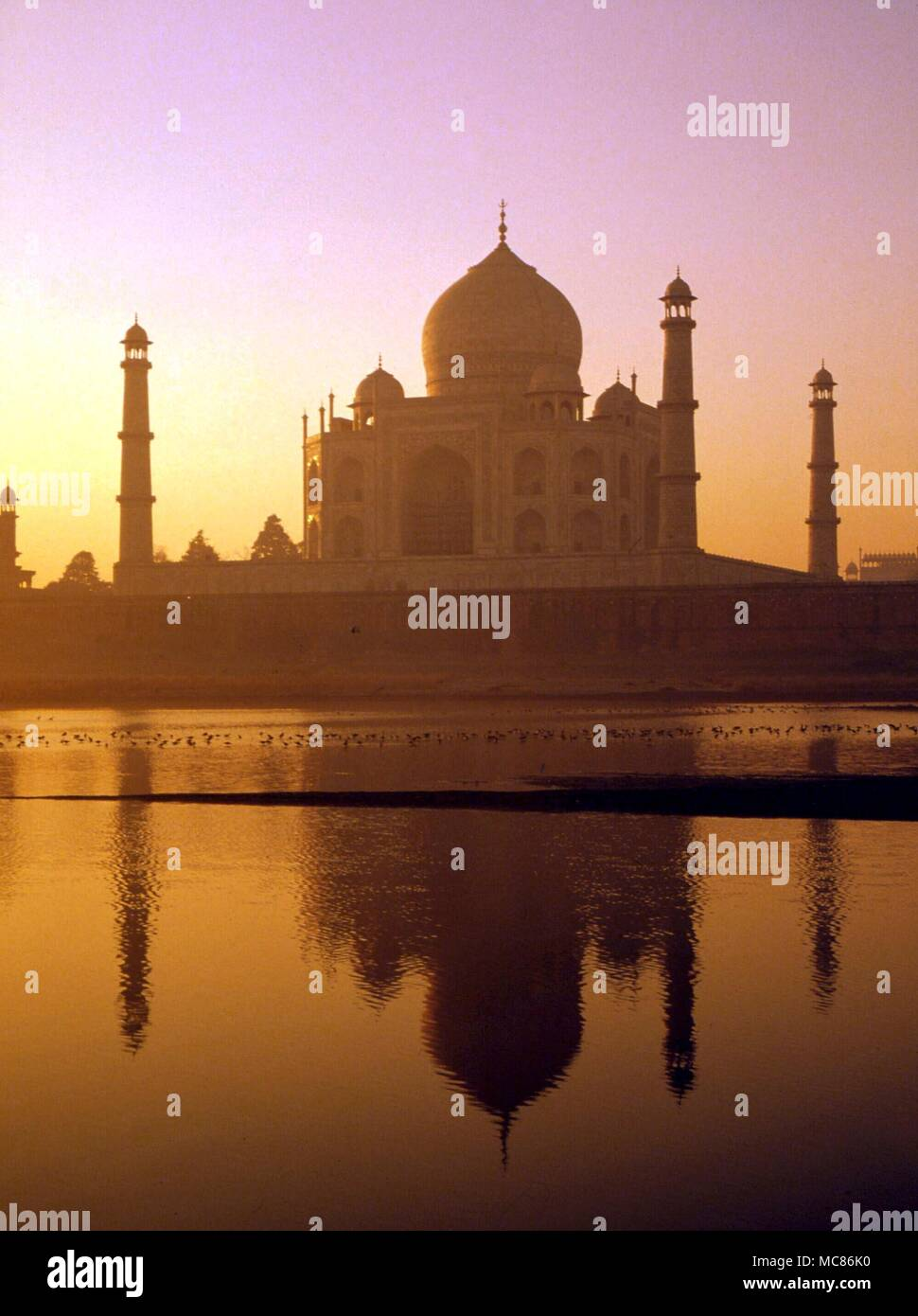 INDIA The Taj Majal, constructed by the Moghul Emperor, Shah Jahan, in memory of his favourite wife, Mumtaz Mahal, it is described as the most perfect building erected to love. Completed 1653 Stock Photo