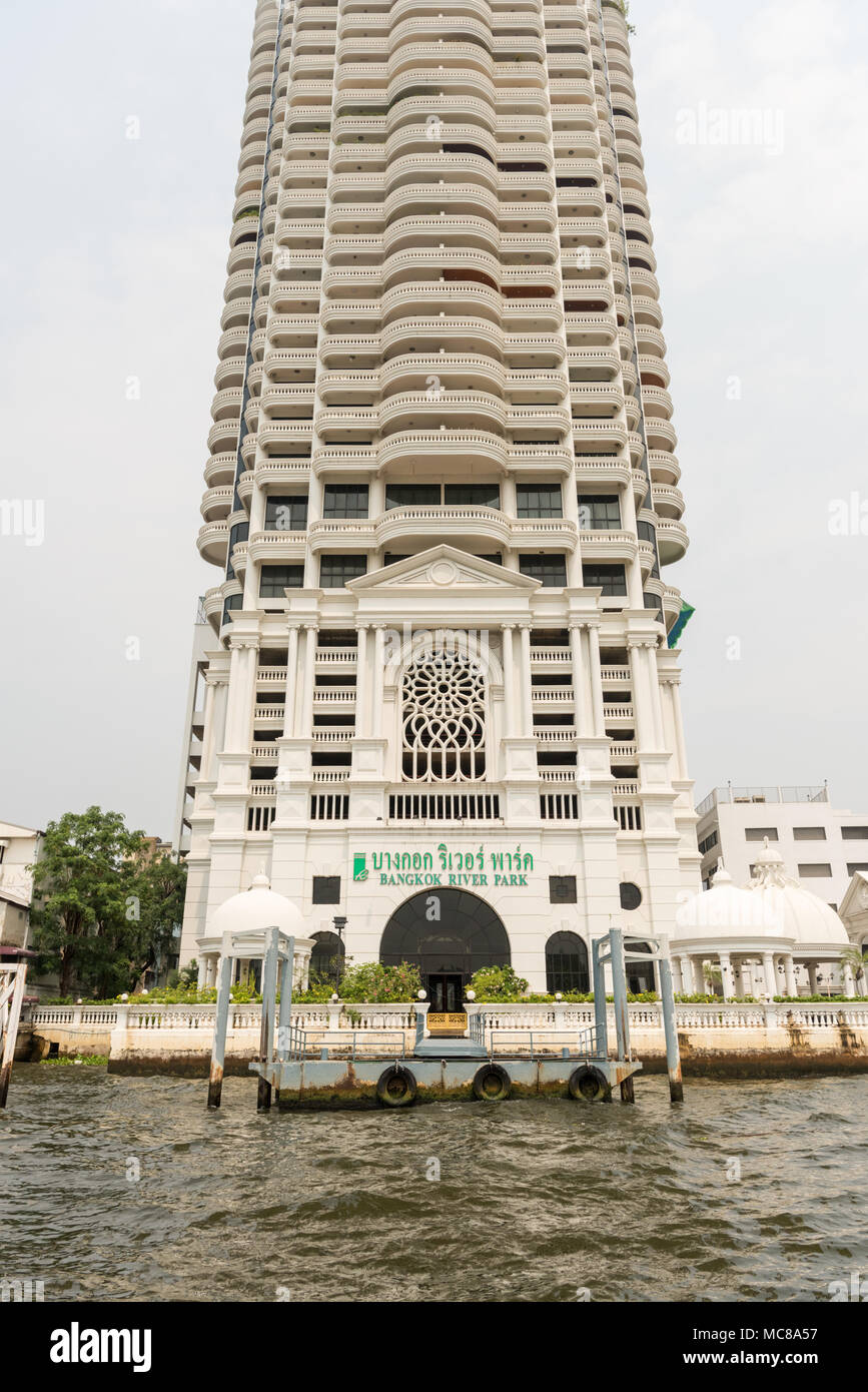 The Bangkok River Park high rise skyscraper building on the Chao Phraya River in Bangkok Thailand - Stock Image