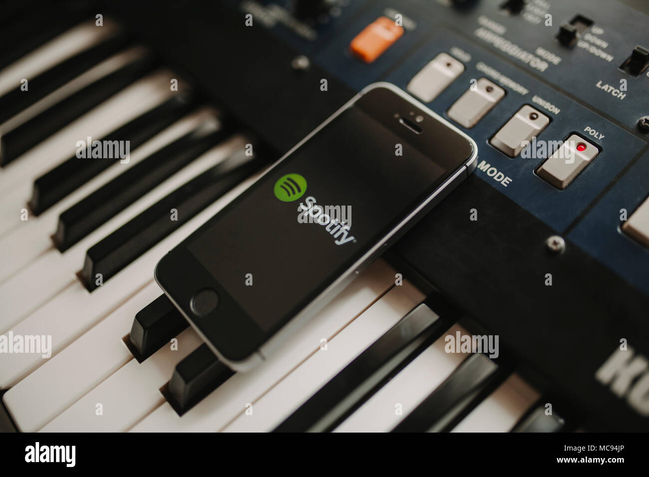Mobile Piano Stock Photos & Mobile Piano Stock Images - Alamy