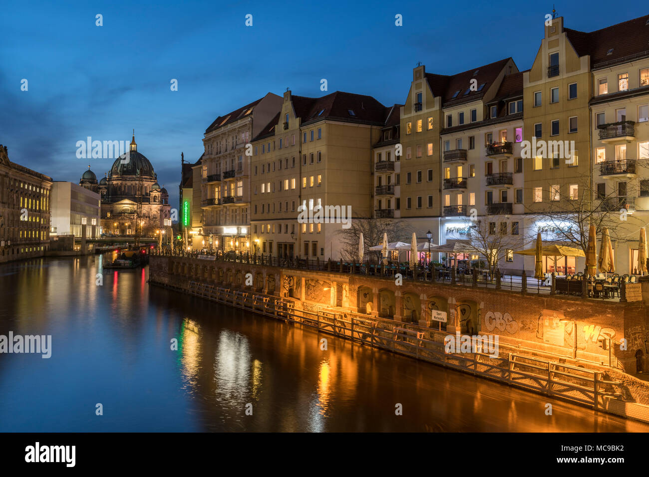 The River Spree, running alongside the Nikolaiviertel, leads towards the historical landmark of Berlin Cathedral. - Stock Image