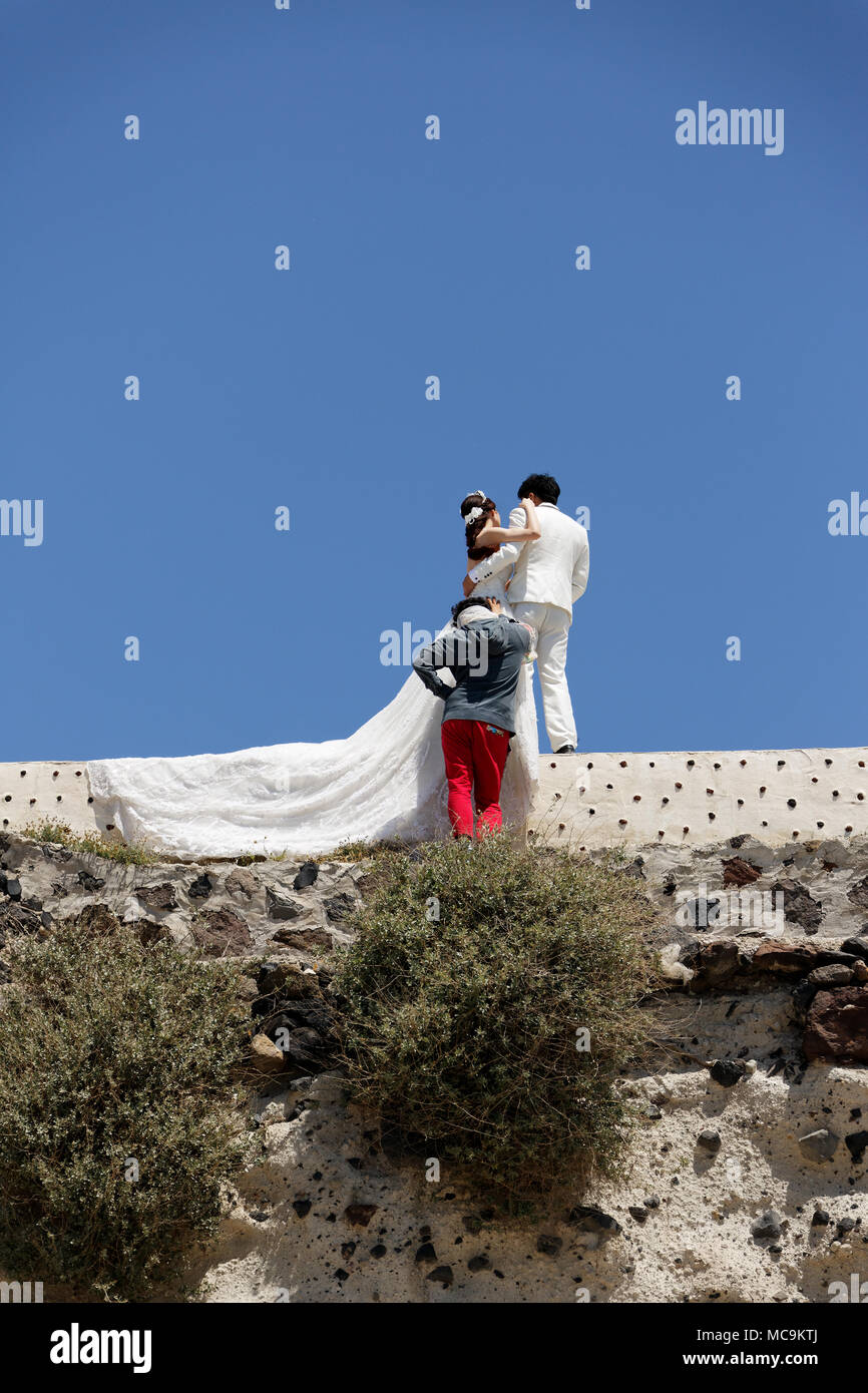 Santorin Hochzeit Fotoshooting. Santorini Wedding Photo shooting. - Stock Image