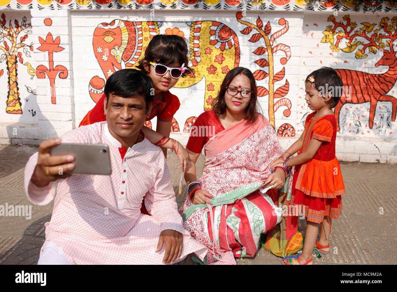 Dhaka, Bangladesh. 13th Apr, 2018. A family takes selfie as they ...