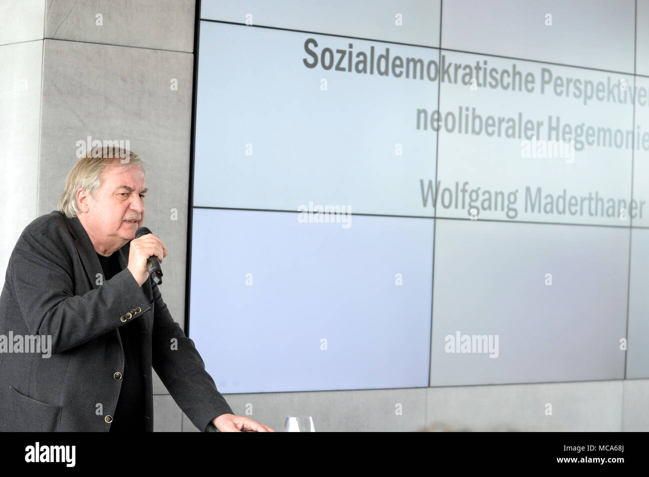 Vienna, Austria. April 14, 2018. In the course of the participation process for the new party program of the Social Democratic Party of Austria took place on Saturday, April 14, 2018, the first SPÖ  -member councils instead. There, 60 members and ten guest members discussed with SPÖ politicians and experts. Image shows historian, general manager of the of the Austrian State Archives Wolfgang Maderthaner. Credit: Franz Perc / Alamy Live News - Stock Image