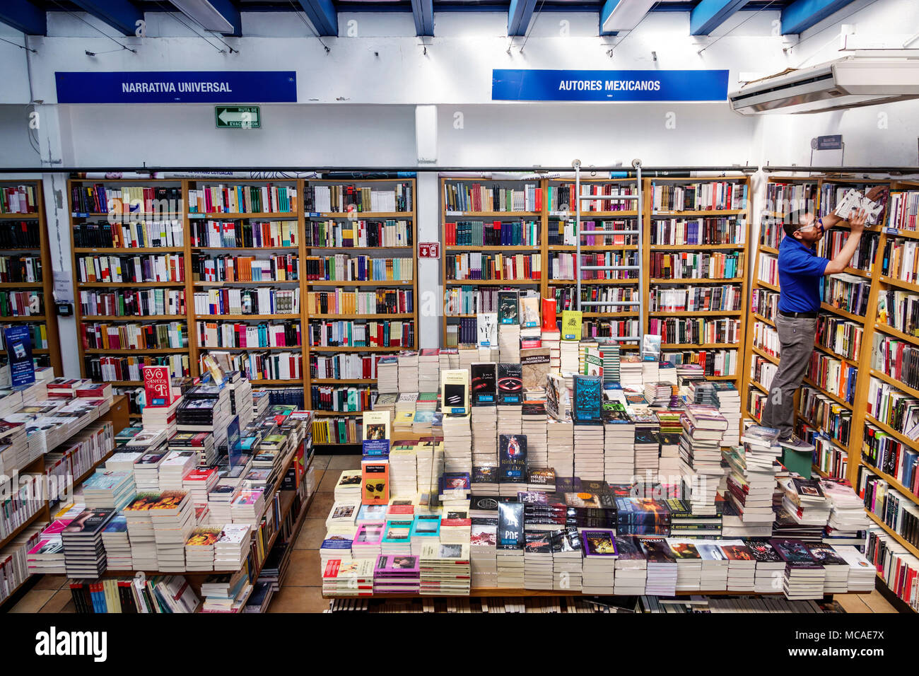 Books display stock photos books display stock images alamy - Libreria carmen ...