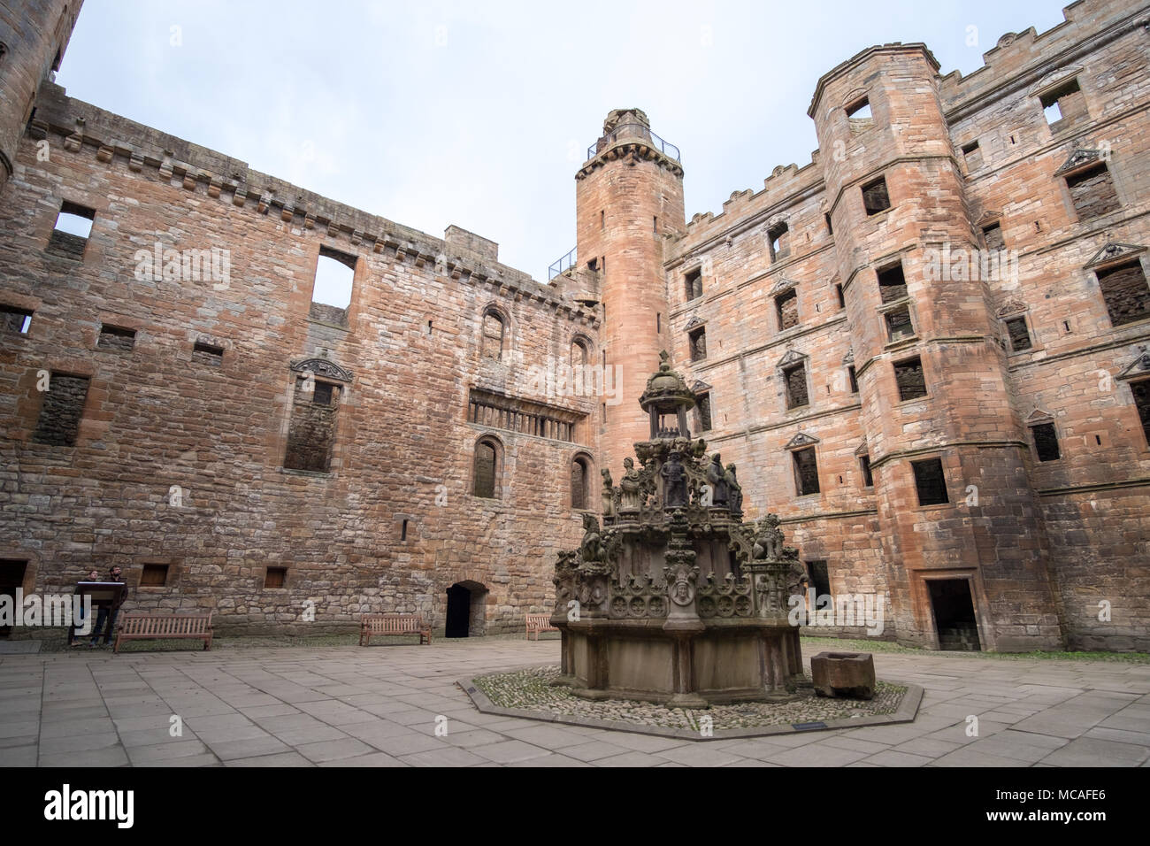 Linlithgow Palace in the town of Linlithgow, West Lothian, Scotland Stock Photo