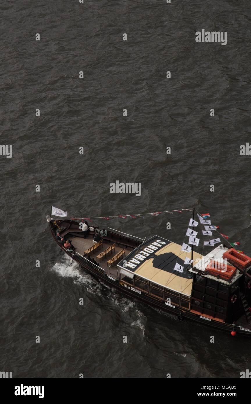 Sandeman touristic boat in  Douro river spotted from Dom Luis I bridge in Porto - Stock Image
