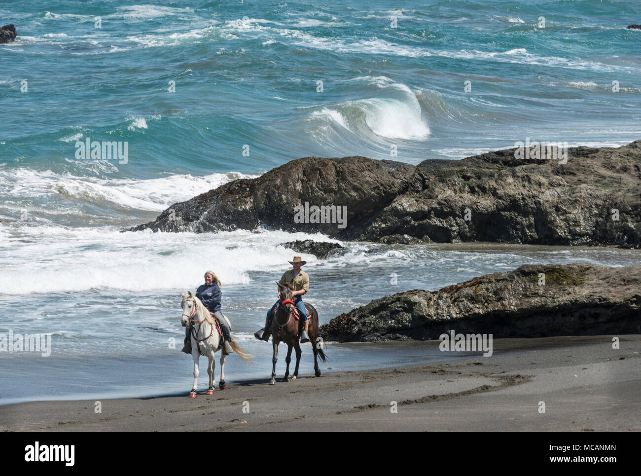 Horseback riders from Ricochet Ridge Ranch enjoy Ten Mile Beach on the Pacific Coast in Fort Bragg, California - Stock Image