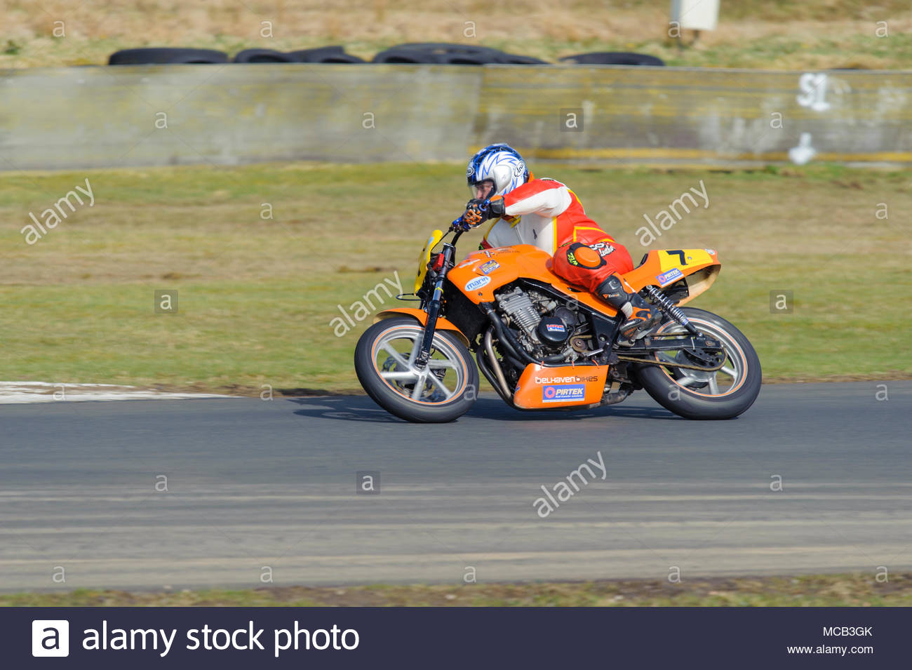 Dunfermline, UK. 15 April, 2018.   Colvin Denholm tips into Butcher's during a CB500s race at Knockhill circuit. Bike races at Knockhill represent points-scoring rounds of both the KMSC and Scottish Bike Racing Championships. Roger Gaisford/Alamy Live News. - Stock Image