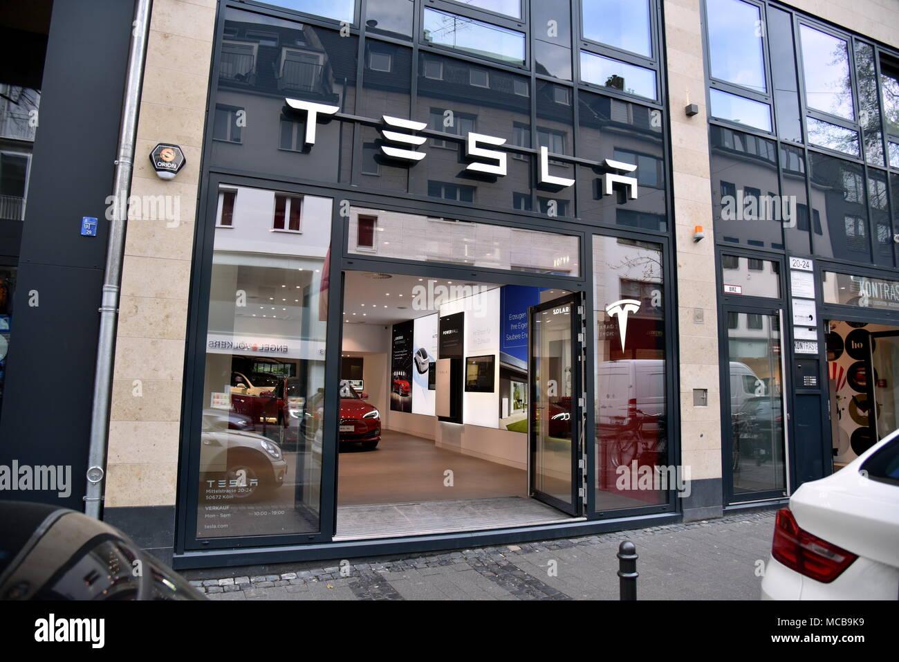 12 April 2018, Germany, Cologne: A shop of US manufacturer of ...