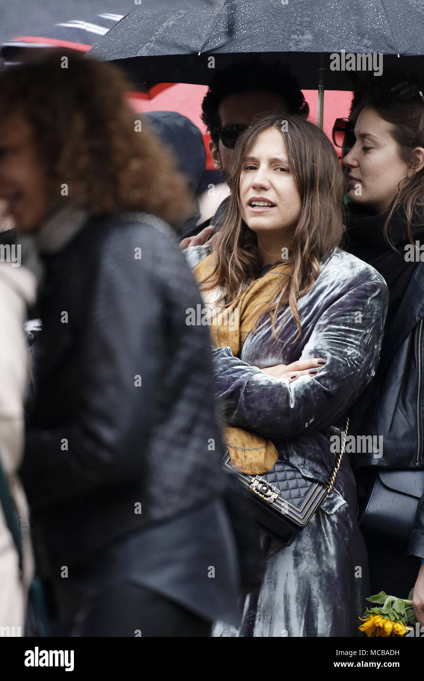 Paris, France. 12th Apr, 2018. Izia Higelin at the Jacques Higelin funeral at Père Lachaise cemetery on April 12, 2018 in Paris, France. - Stock Image