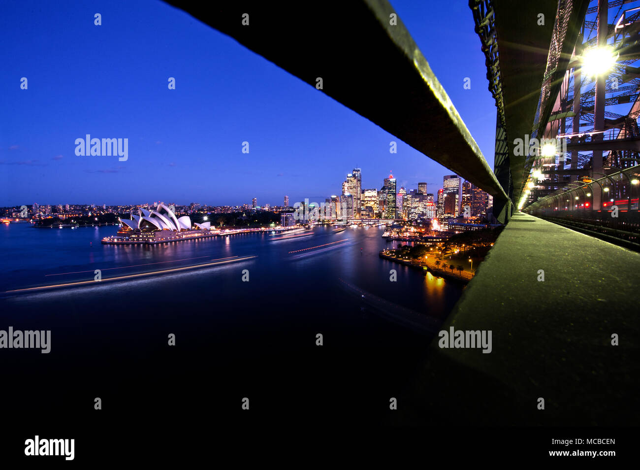 Australia: Sydney landscape from the Sydney Harbour bridge looking at downtown and at the Opera House Photo: Alessandro Bosio/Alamy Stock Photo