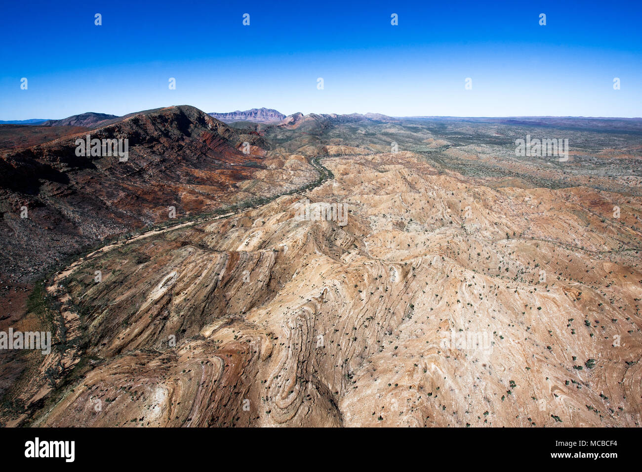 Australia: Aerial shot taken from the helicopter over the Glen Helen desert Photo: Alessandro Bosio/Alamy Stock Photo