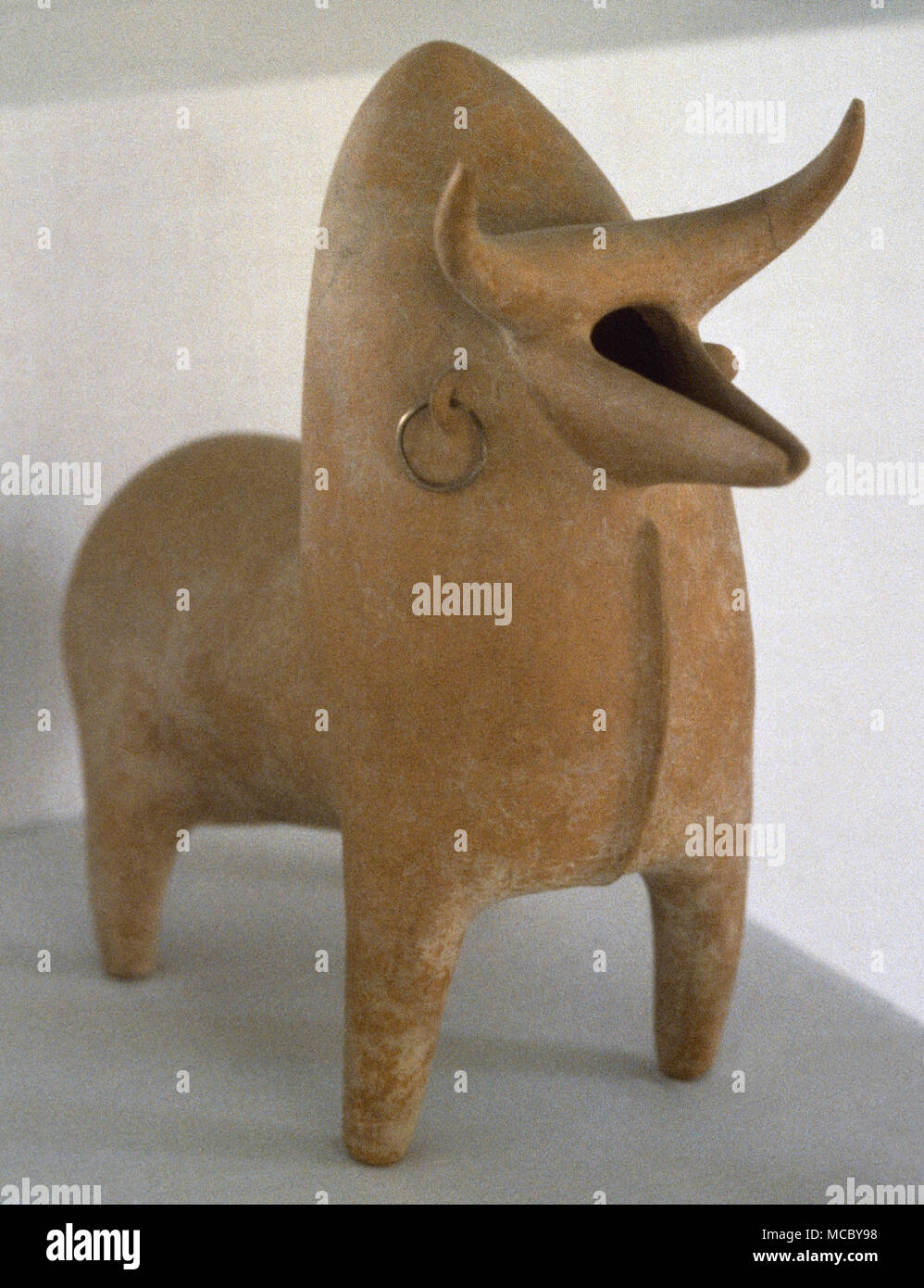 The Marlik Culture (Indo-European population). Iron Age. Neo-Elamite dynasties. Humped bull or cow with its original earring decoration intact (oil lamp). From Marlik, late 2nd millennium BC. The National Museum of Iran. Tehran, Islamic Republic of Iran. - Stock Image