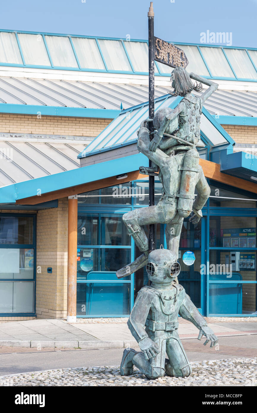 Metal statue of deep sea divers, Whitstable Kent - Stock Image