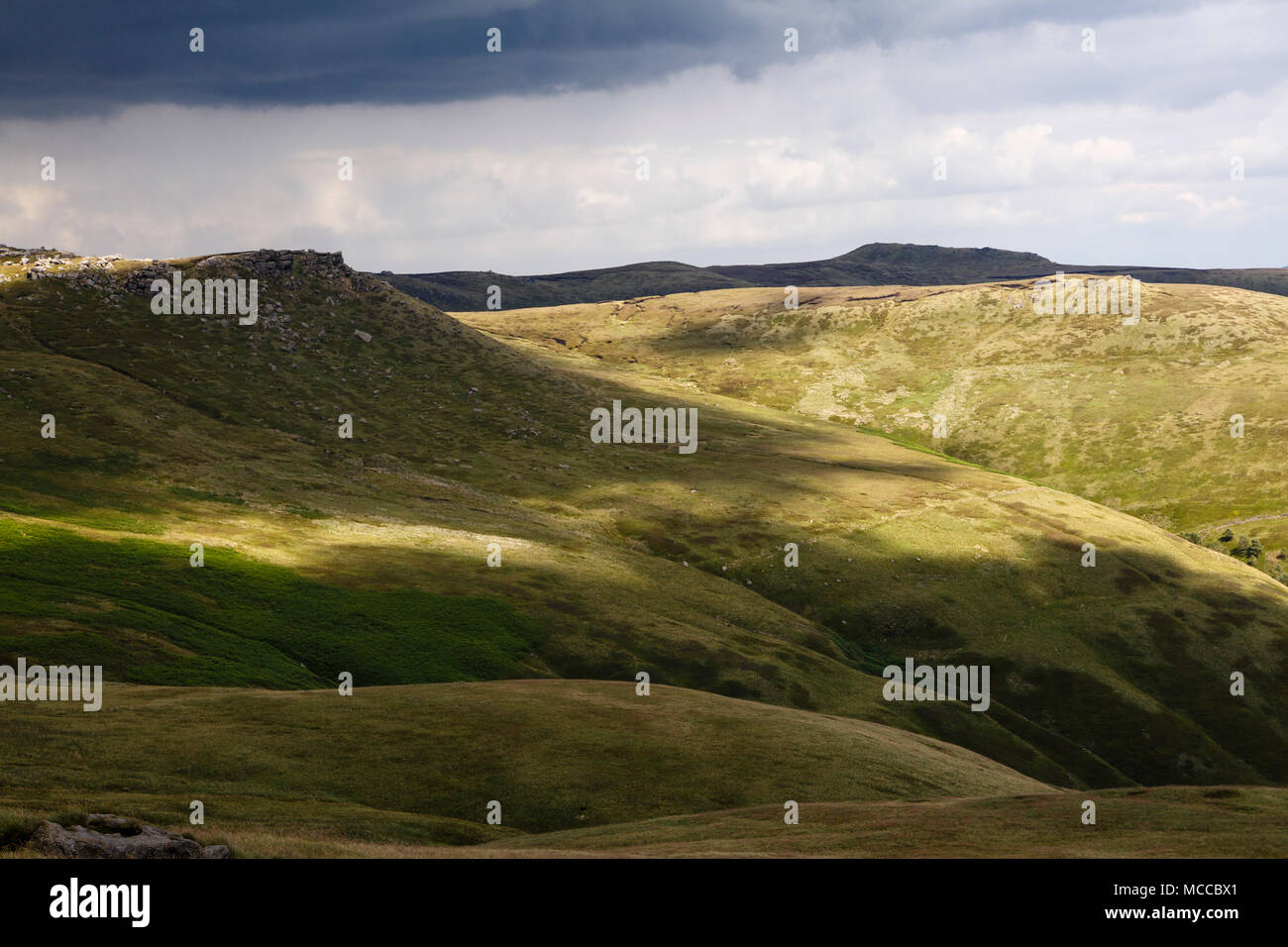 View to Edale Head and Grindslow Knoll from Swine's Back, Kinder Scout, Peak District National Park, Derbyshire - Stock Image
