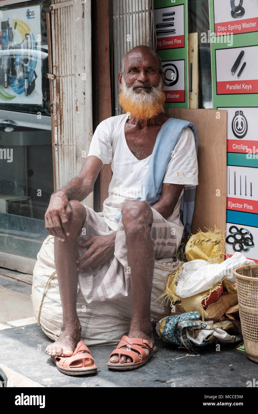 Old man with a henna-dyed beard outside a store on Nagdevi street near Crawford Market in Mumbai - Stock Image