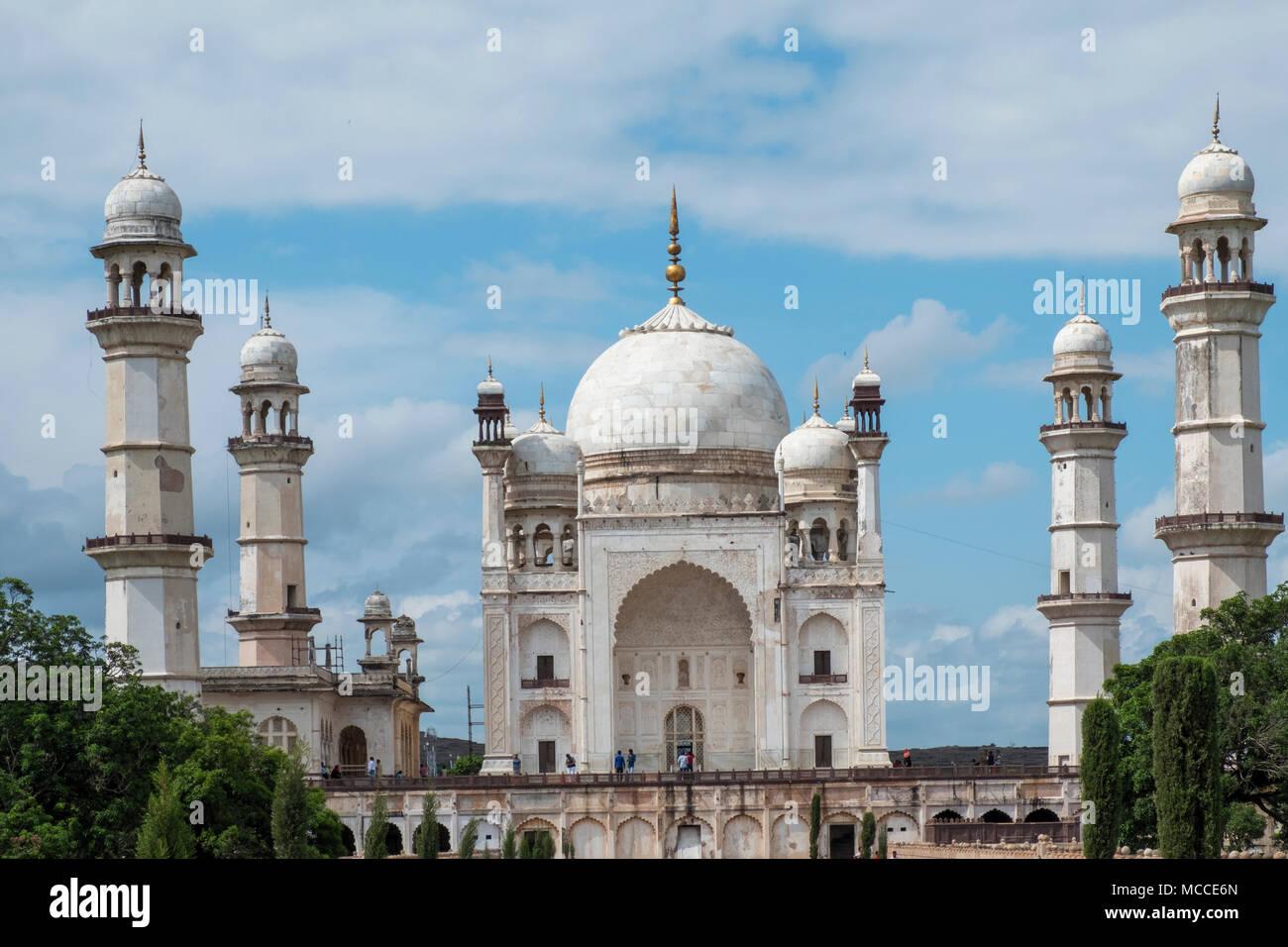 The Bibi Ka Maqbara Mughal mausoleum built by the Mughal Emperor Aurangzeb, in Aurangabad, Maharashtra - Stock Image