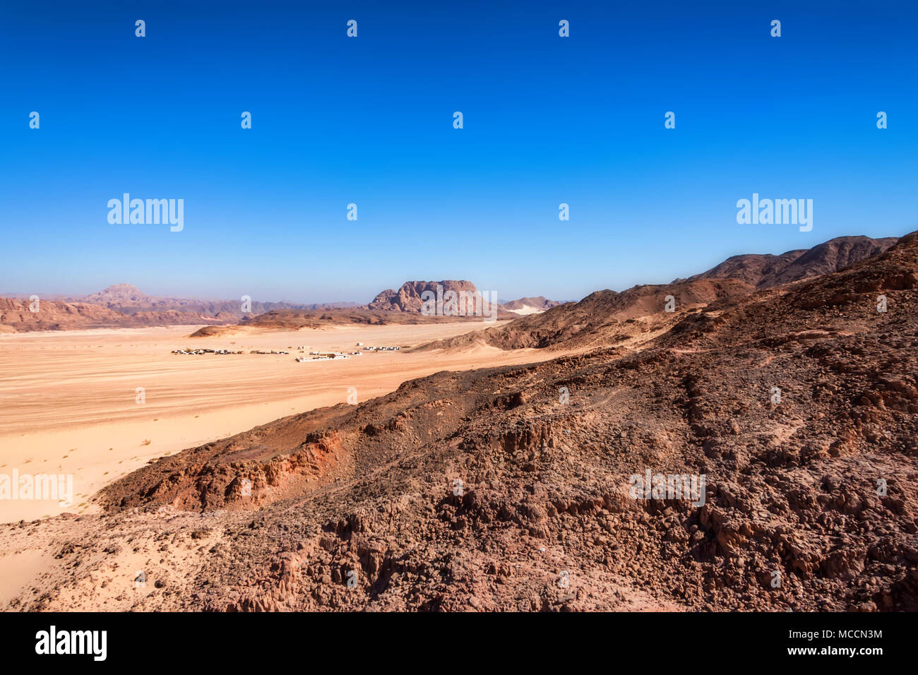 Distant houses in desert on Sinai peninsula - Stock Image