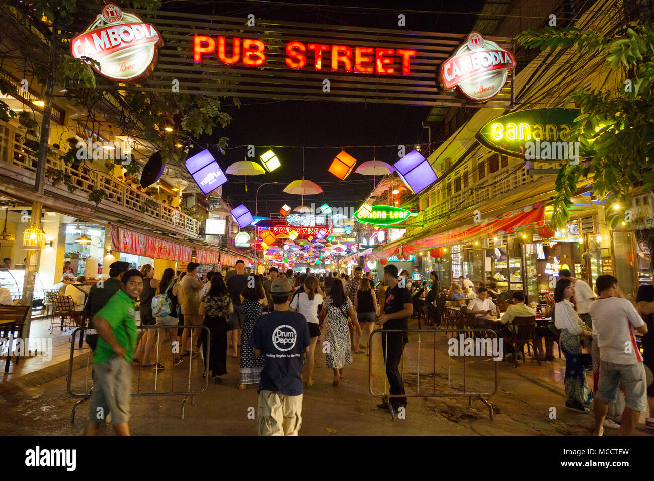 Crowds of tourists in Pub Street, Siem Reap town at night, Siem Reap, Cambodia Asia - Stock Image