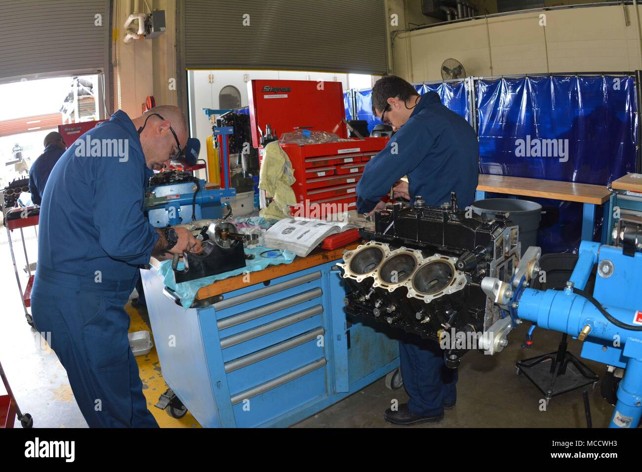 Miss lebanon stock photos miss lebanon stock images alamy for Outboard motor repair training online
