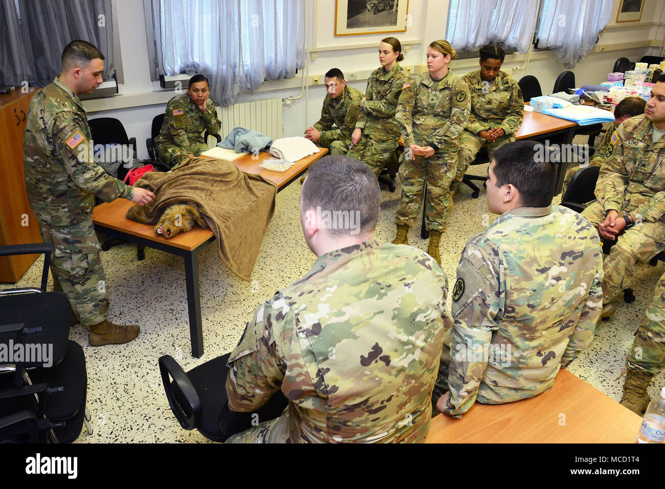 U.S. Army Sgt Manuel Ivan Cervantes, animal care NCO, USARMY MEDCOM PH-E , demonstrate how preventing hypothermia during training Public Health Activity Italy Animal Care Specialists at Caserma Pluto, Longare, Vicenza, 12 Feb. 2018. Once the animal is intubated their heart and respiratory rate, blood oxygenation rate and carbon dioxide levels are monitored to make sure they're not too excessively sedated during surgery. (U.S. Army Photo by Paolo Bovo) - Stock Image