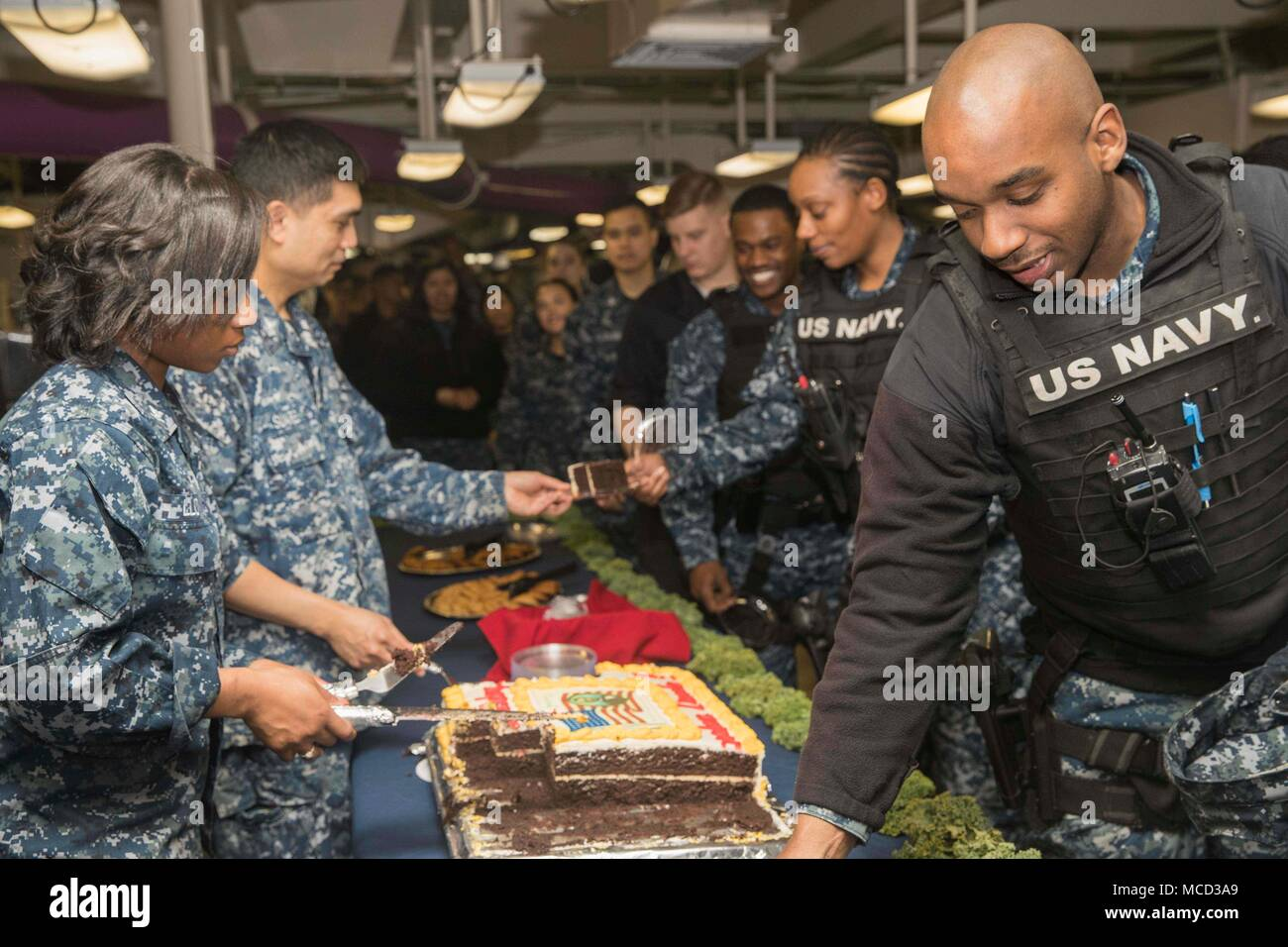 180212-N-YP246-0063 NORFOLK (Feb. 12, 2018) Sailors celebrate Abraham Lincoln's birthday aboard the Nimitz-class aircraft carrier USS Abraham Lincoln (CVN 72). (U.S. Navy photo by Mass Communication Specialist Seaman Darcy McAtee/Released) - Stock Image