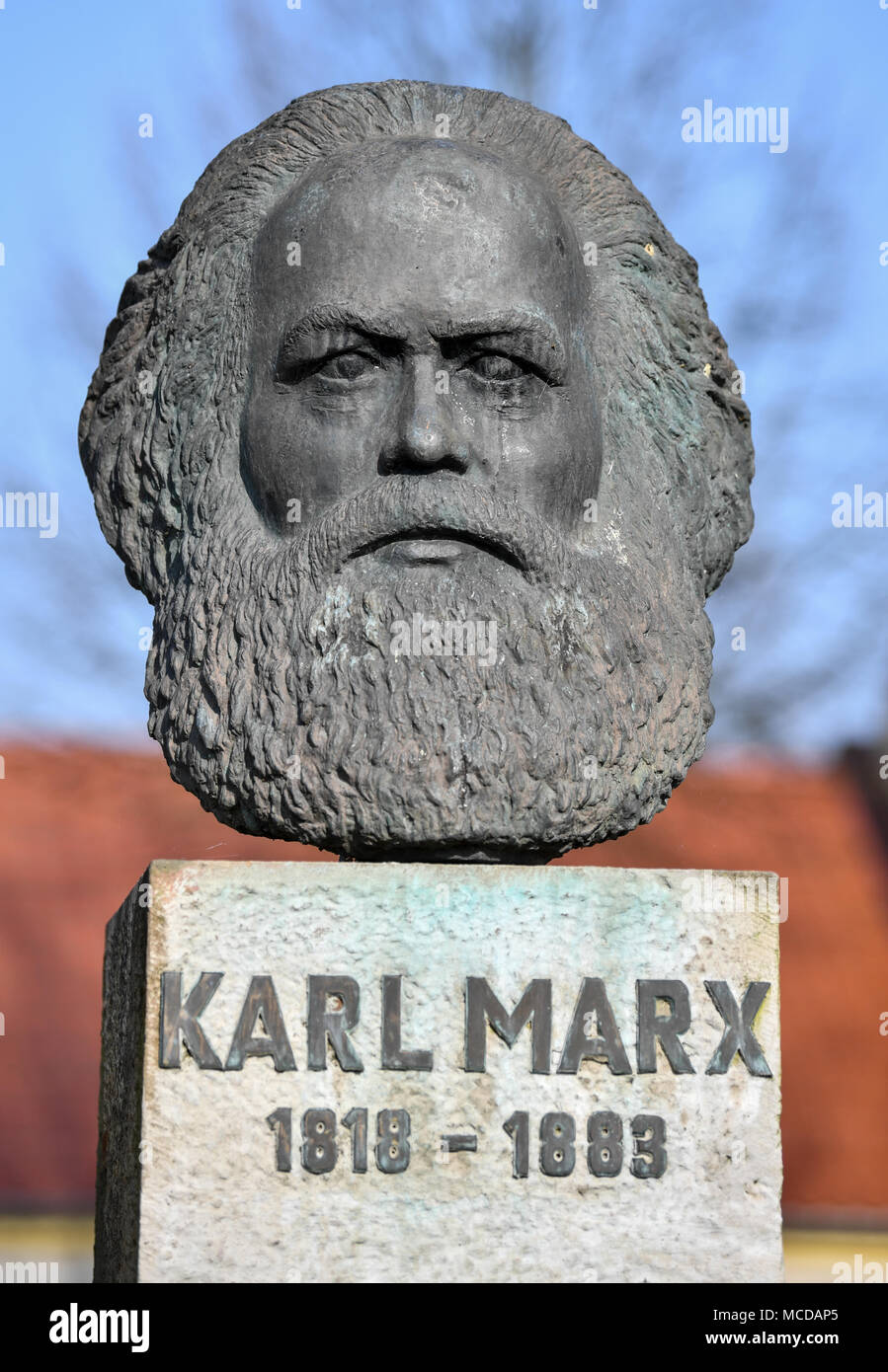 10 April 2018, Germany, Neuhardenberg: A bust of German philosopher, economist and social theorist Karl Marx (May, 05 1818 - March, 14 1883) is on display. The town of Neuhardenberg was previoulsy known as Marxwalde named after Karl Marx during the GDR era. Photo: Patrick Pleul/dpa-Zentralbild/dpa Stock Photo