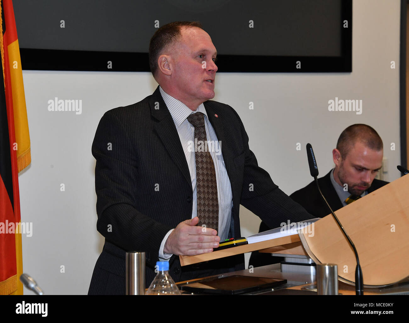 Retired U.S. Marine Corps Col. James Howcroft, director of the Program on Terrorism and Security Studies, introduces Special Agent Thomas F. O'Connor, with the U.S. Federal Bureau of Investigation's Joint Terrorism Task Force, before the panel discussion on right-wing terrorism during the PTSS Feb. 26 at the George C. Marshall European Center for Security Studies in Garmisch-Partenkirchen. (Marshall Center photo by Karl-Heinz Wedhorn) Stock Photo