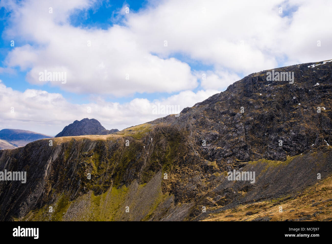 Y Gribbin Ridge route scramble leading to Glyderau in Snowdonia National Park. Ogwen, North Wales, UK. Seen from Nameless Cwm / Cneifion on west side - Stock Image