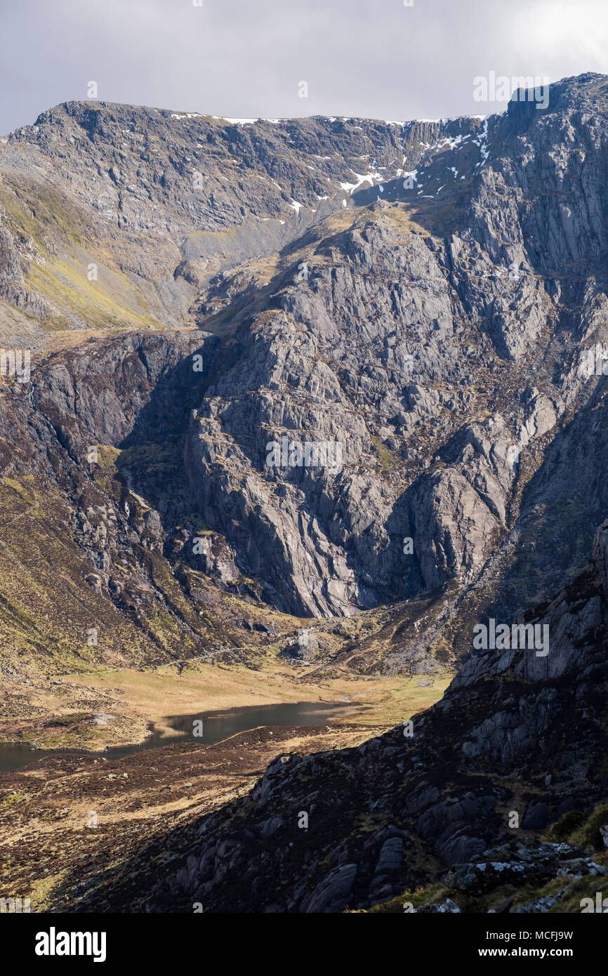 View to Idwal Slabs rock crags and Seniors Ridge above Cwm Idwal in Glyderau mountains of Snowdonia National Park. Ogwen, North Wales, UK, Britain - Stock Image