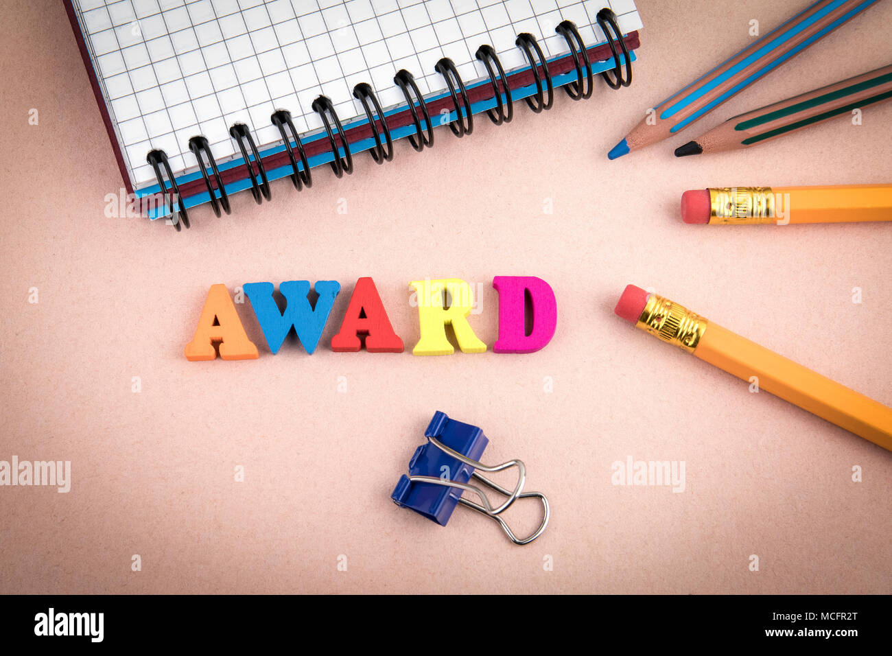 Award. Wooden letters on the office desk - Stock Image