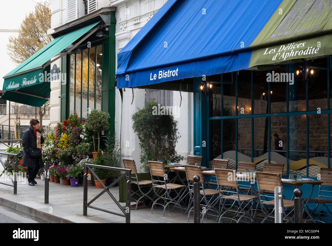 A pavement cafe and artisanal florist in the 5th arrondissement, Paris, France, Europe - Stock Image
