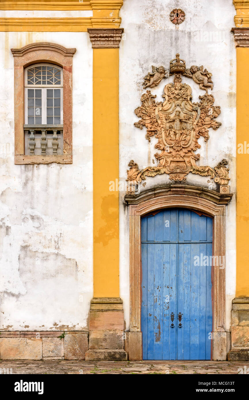 Old withe and yellow catholic church facade of the 18th century located in the center of the famous and historical city of Ouro Preto in Minas Gerais - Stock Image